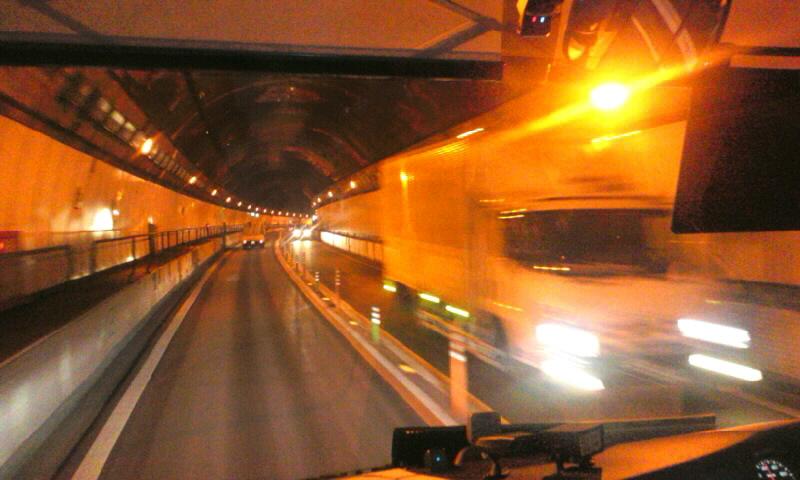 笹子トンネルに進入しました。