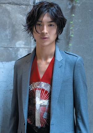 ラフな髪型の松田翔太