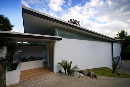 一般的な屋根形状で、個性的な外観を作りたい場合、 窓の形状でデザインが大幅に左右される。 シンプルな外観を好む場合、 窓をつけることで外観デザインがシンプルで