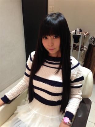 真っ黒ストレートヘアの美しい雰囲気の中川翔子
