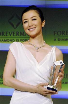 鈴木京香、白ドレス