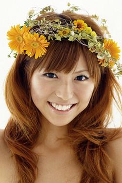 髪のアクセサリーが素敵な若槻千夏さん