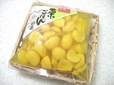栗ごはんは市販の「栗ごはんの素」を使って作りました。 確か1ヶ月食費2万円をスタートする前の日ぐらいに サンエーで398円で買ったはず。