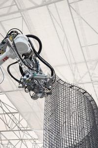 ロボットが鉄筋組んでいる! 21世紀だなぁ~。