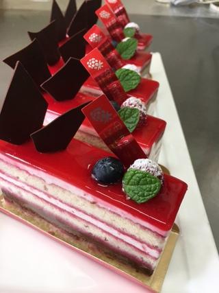 ガトーフランボワーズ〜〜新作〜〜:沖縄一おいしいを目指すケーキ屋さん、プール・ヴー Pour Vous**