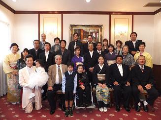 結婚式 結婚式 6月 服装  挙式から出席した親族達は .